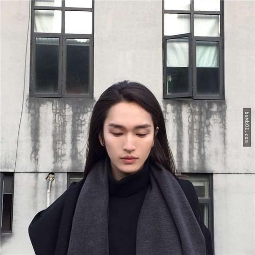 Chang trai Trung Quoc gay choang voi ve dep phi gioi tinh-Hinh-2
