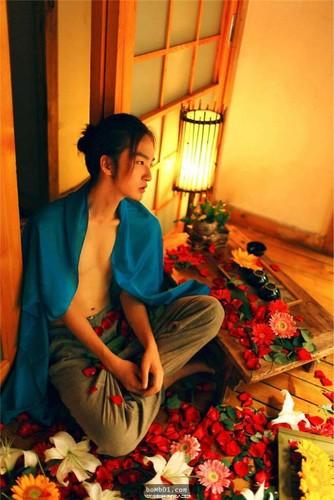 Chang trai Trung Quoc gay choang voi ve dep phi gioi tinh-Hinh-7