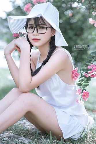Gai xinh Tuyen Quang khoe lung tran nuot na ben hoa tuong vi-Hinh-7