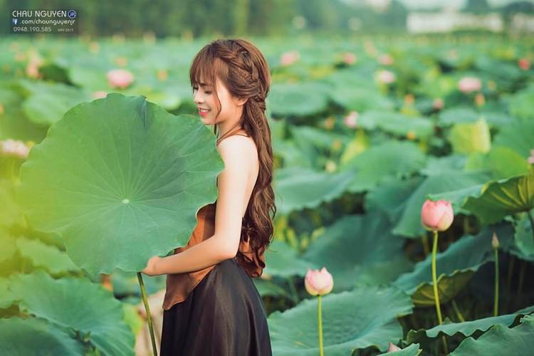 Gai xinh Tuyen Quang khoe lung tran nuot na ben hoa tuong vi-Hinh-8