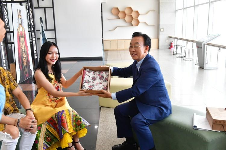 Hot girl Chau Bui lam dai su du lich Han Quoc