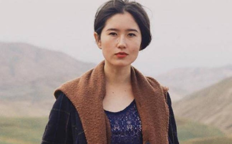 Nhan sac tieu thu Kyrgyzstan gay tranh cai vi anh cho con bu-Hinh-8