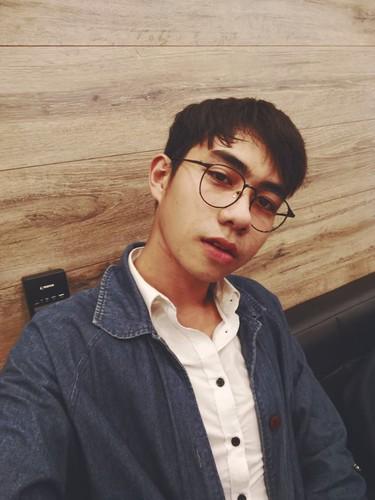 Nam sinh truong Dien anh chinh phuc fan nu bang ve dep trai-Hinh-9
