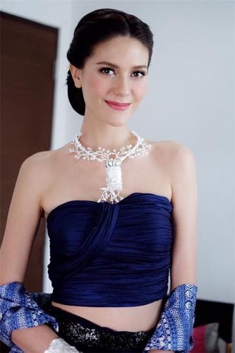 "Xem cach Hoa hau Hoan vu  Thai Lan ""lay long"" dan mang Viet-Hinh-10"