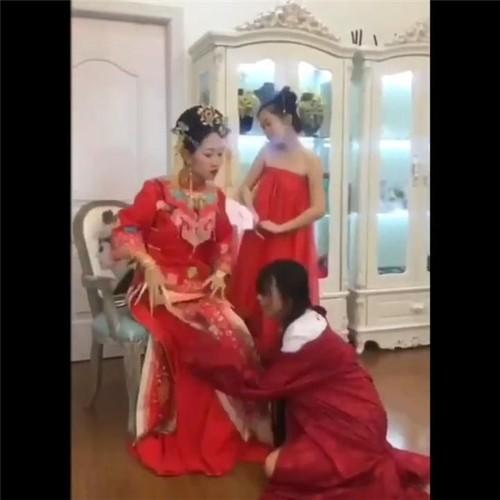 "Trao luu ""Hoang Hau nuong nuong"" khien dan mang phat cuong"