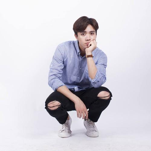Hot boy Kinh te Quoc dan co khuon mat giong Soobin Hoang Son-Hinh-2
