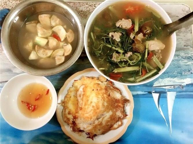 Nu sinh Cong nghiep khoe bua an ngon chua toi 25.000 dong-Hinh-3