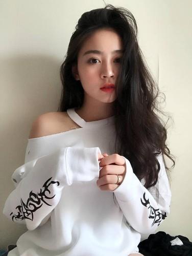 Ngay ngat voi ve dep nu sinh truong quoc te Anh - Viet-Hinh-2