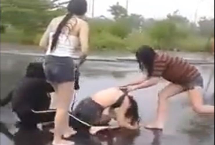 Nu sinh Da Nang bi danh hoi dong: Vi chui nhau tren mang?
