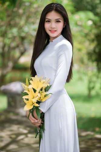 Nu sinh 10X Dong Nai khoe sac ben ao dai trang-Hinh-3
