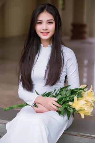 Nu sinh 10X Dong Nai khoe sac ben ao dai trang-Hinh-4
