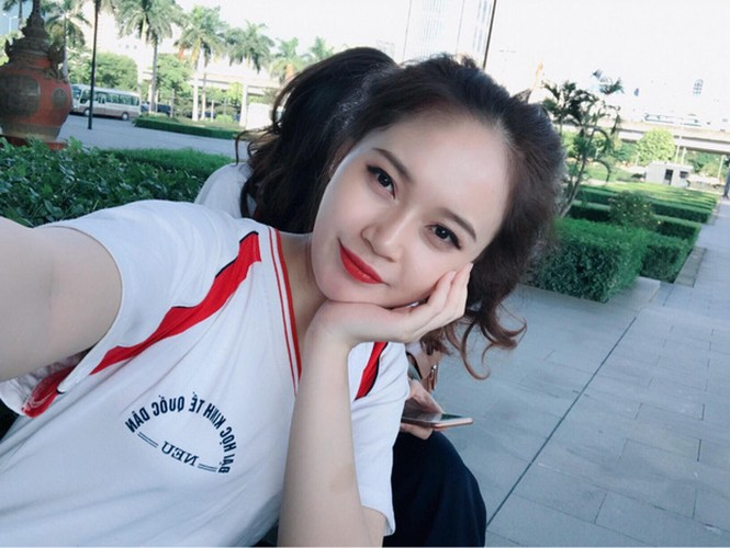 "Nhom nu sinh DH Kinh te Quoc ""dep nhu hoa hau"" gay sot-Hinh-9"