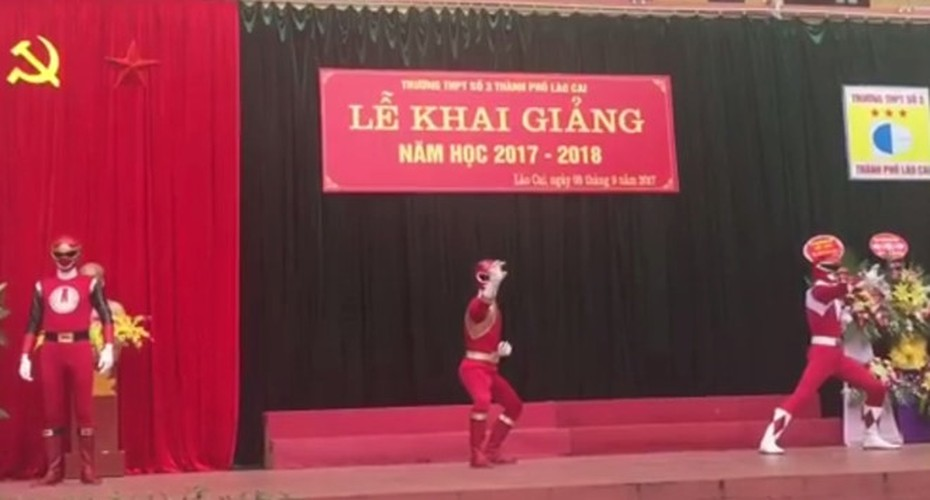 "Xon xao ""sieu nhan"" xuat hien trong le khai giang o Lao Cai-Hinh-2"