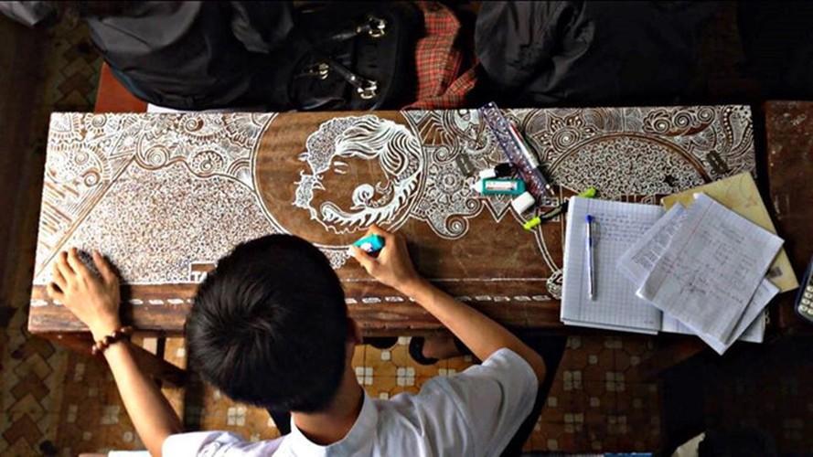Ve tranh bang but xoa: Ai sieu bang nam sinh Da Nang nay?