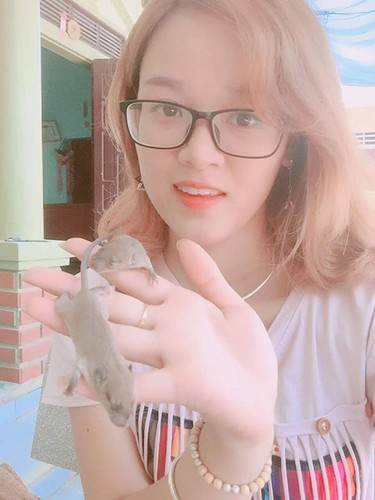Kinh hai co gai Nghe An bat chuot dong lam thu cung-Hinh-3