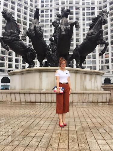 Kinh hai co gai Nghe An bat chuot dong lam thu cung-Hinh-7