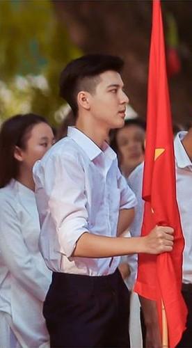 """Dan mang """"phat cuong"""" vi nam sinh truong THPT Phan Dinh Phung-Hinh-2"""