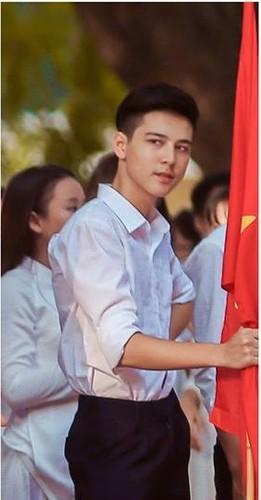"""Dan mang """"phat cuong"""" vi nam sinh truong THPT Phan Dinh Phung-Hinh-4"""