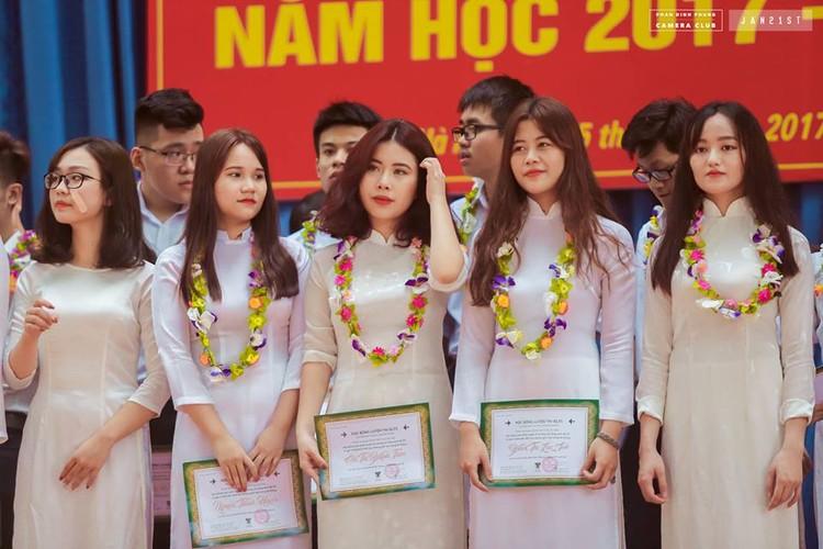 """Dan mang """"phat cuong"""" vi nam sinh truong THPT Phan Dinh Phung-Hinh-9"""