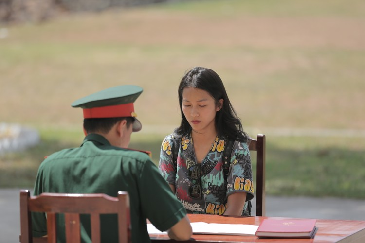 """Dan hot girl Viet xinh tuoi cung nhau... """"nhap ngu""""?"""