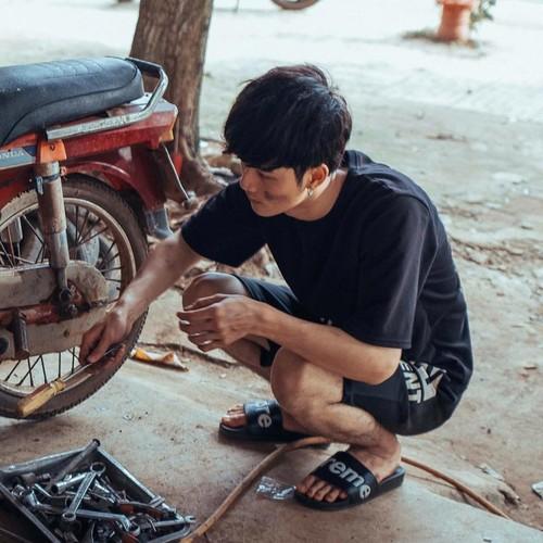 Dan mang thich thu voi nhan sac cua trai dep sua xe-Hinh-2