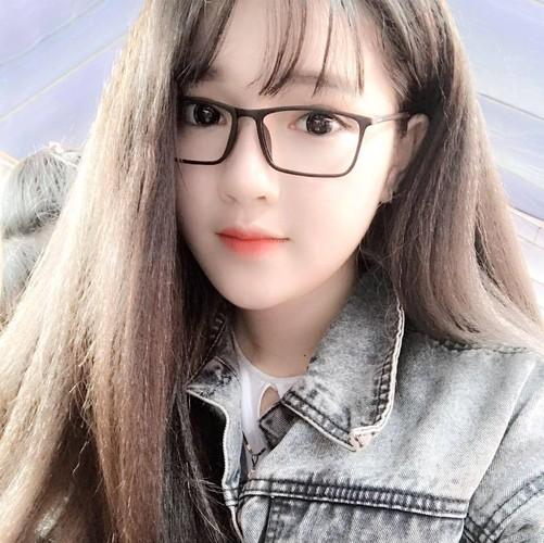 """Hot girl Quang Nam """"trang xinh khong ty vet"""" gay sot mang-Hinh-2"""