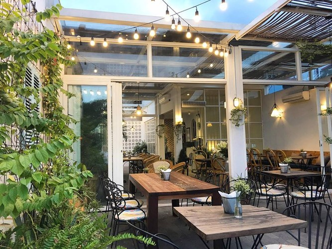 Gioi tre Ha thanh check-in quan cafe ngam toan canh Ho Tay-Hinh-10
