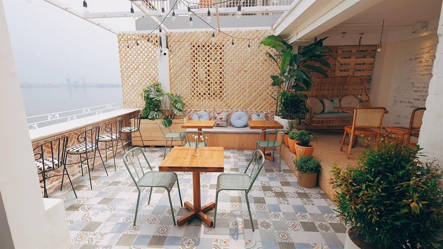 Gioi tre Ha thanh check-in quan cafe ngam toan canh Ho Tay-Hinh-3