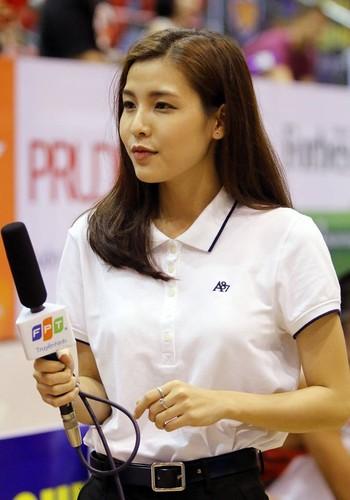 Nu MC the thao Viet khoe dang dep hop hon khan gia tre-Hinh-2