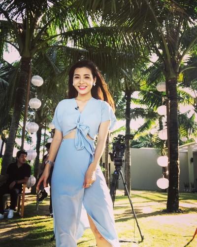 Nu MC the thao Viet khoe dang dep hop hon khan gia tre-Hinh-4