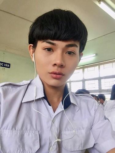 """An tuong """"ve dep luong tinh"""" cua nam sinh 10X Sai Gon"""