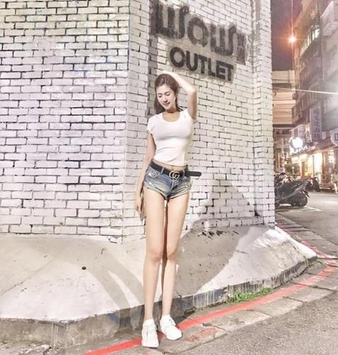Chan dai hon 1m nhung lung lai ngan, hot girl gap phien toai-Hinh-2