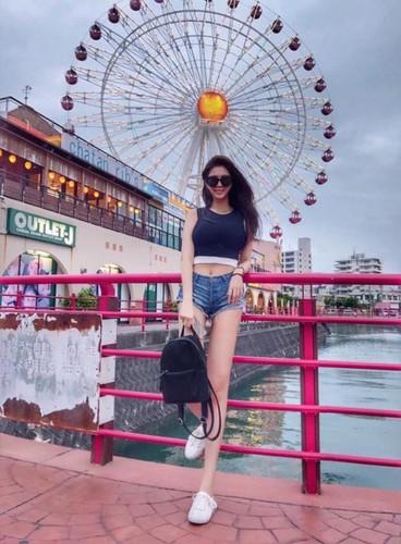 Chan dai hon 1m nhung lung lai ngan, hot girl gap phien toai-Hinh-4