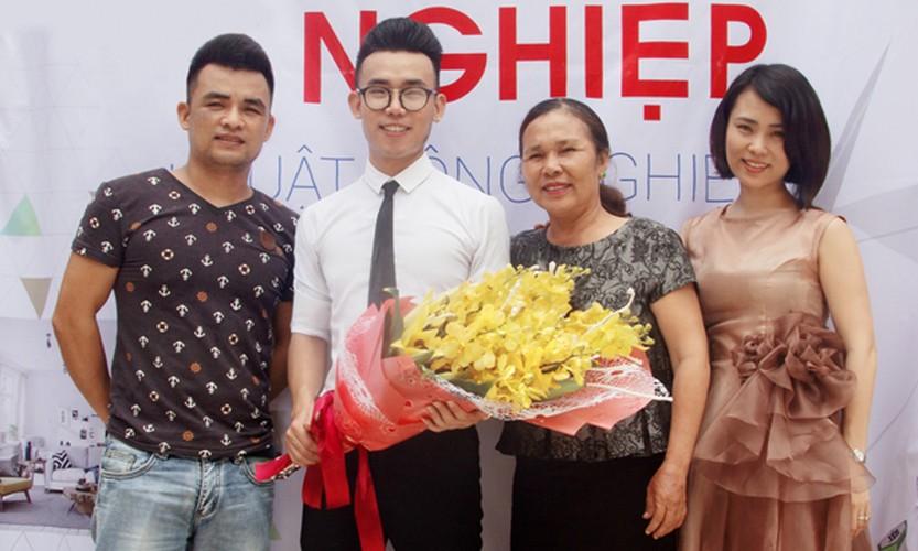 Hot boy Thanh Hoa va tai nang bien rac thanh quan ao-Hinh-10