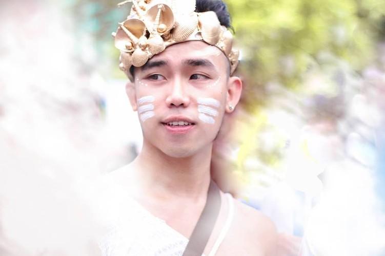 Hot boy Thanh Hoa va tai nang bien rac thanh quan ao-Hinh-7