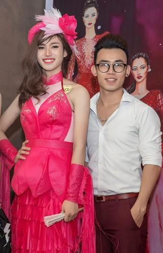 Hot boy Thanh Hoa va tai nang bien rac thanh quan ao-Hinh-8