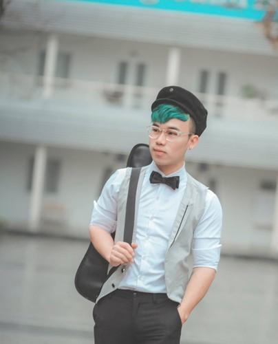 Hot boy Thanh Hoa va tai nang bien rac thanh quan ao