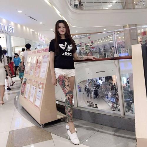 Co gai Sai Gon xam kin chan, me xe do day phong cach-Hinh-2