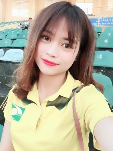Hot girl xu Nghe vuot ngan trung the hien tinh yeu bong da-Hinh-2