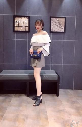 Mac ao dai ngu gat giua san truong, 10X Hung Yen gay sot-Hinh-6