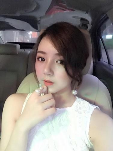 Mac ao dai ngu gat giua san truong, 10X Hung Yen gay sot-Hinh-9