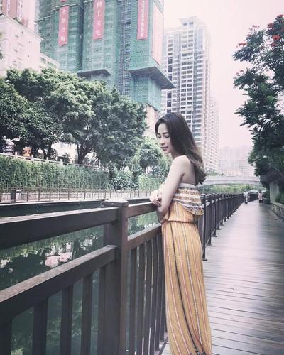 """Nguoi mau goc Hoa xinh dep cuon hut tren san bong """"phui"""" Viet-Hinh-9"""