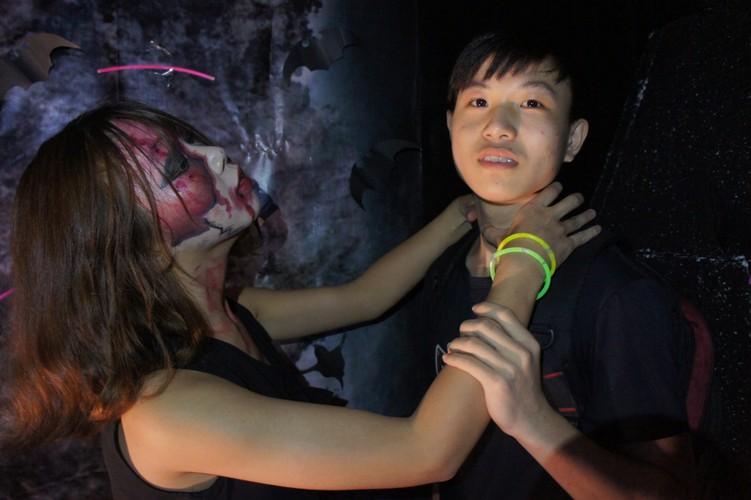 Sinh vien khoa Luat DH Quoc Gia Ha Noi choi gi mua Halloween?-Hinh-9