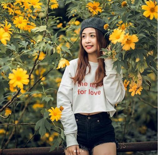 Tuyen tap gai xinh ben hoa da quy khien dan tinh xao xuyen-Hinh-6