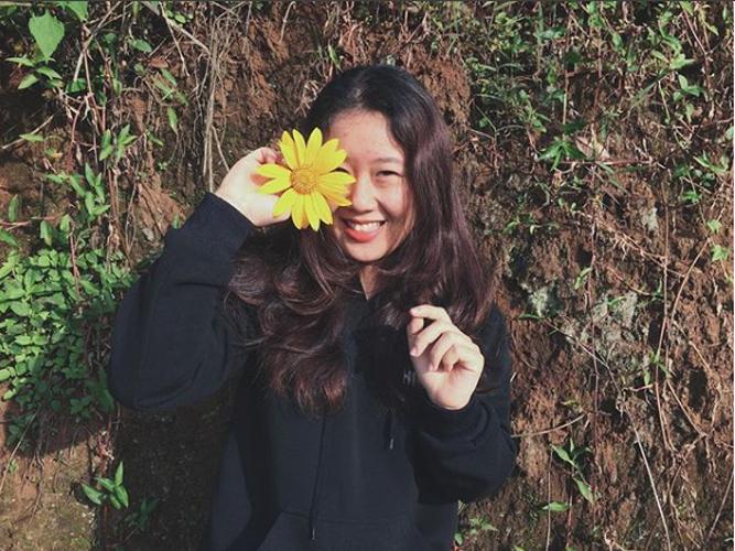 Tuyen tap gai xinh ben hoa da quy khien dan tinh xao xuyen