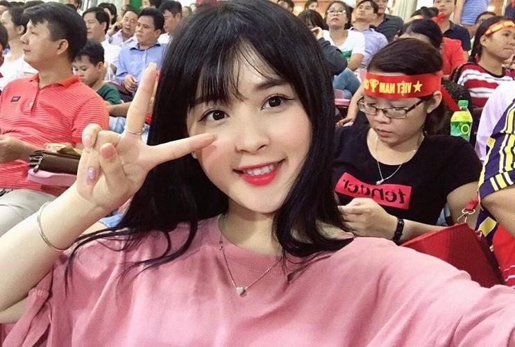"""Hot girl ao hong"" o My Dinh duoc khen xinh hon hoa hau-Hinh-2"