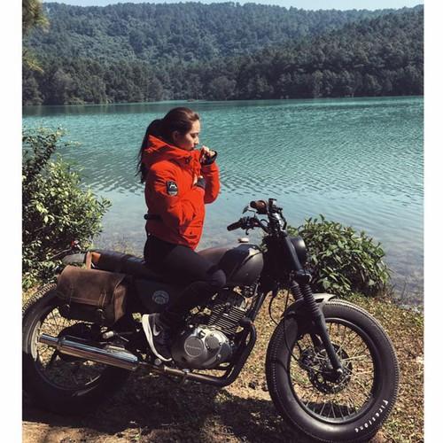 """Qua xinh, qua """"chat""""... nu biker Viet len bao nuoc ngoai-Hinh-3"""