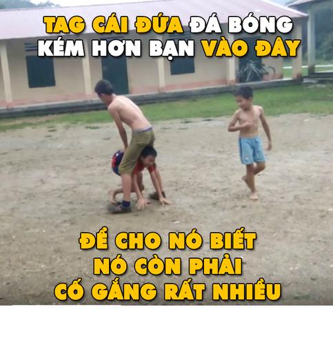 "Anh che bong da: Trong tai Ronaldo ""cuop"" ban thang cua Messi-Hinh-10"