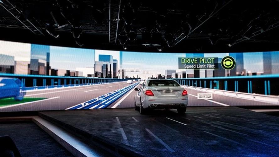 Mercedes-Benz ra mat sedan hang sang E-Class moi-Hinh-10