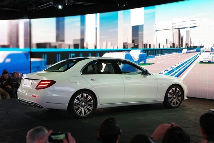 Mercedes-Benz ra mat sedan hang sang E-Class moi-Hinh-8